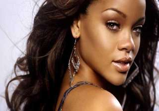 rihanna wastes money on yachts jets - India TV