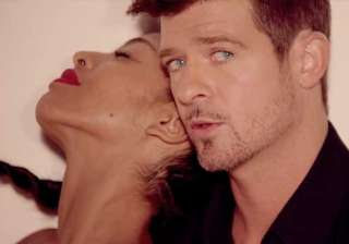 robin thicke not hesitant to be naked - India TV