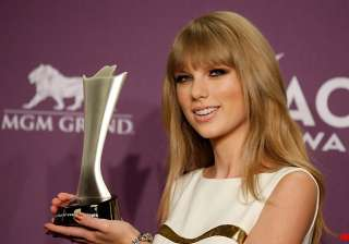 taylor swift wins acm entertainer of the year -...