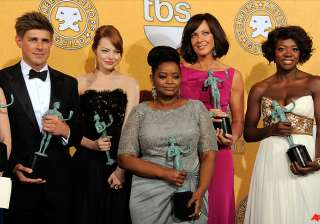 the help dujardin win at lively sag awards -...