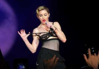 madonna shows her intimate parts - India TV