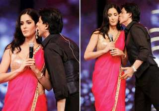 shah rukh plants a kiss on kat s cheeks - India TV