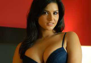 sunny unhappy with lingerie auction - India TV