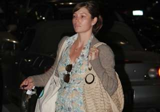 pregnant jessica biel stays healthy with organic...