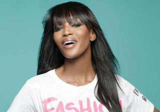naomi campbell practices yoga on yacht - India TV