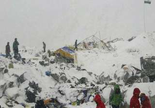 22 climbers dead in quake triggered avalanche on...