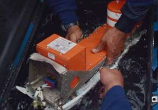 search continues as experts probe airasia jet s...