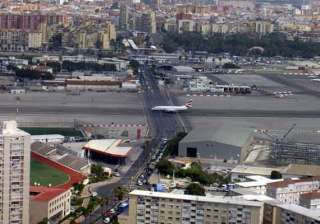 world s 10 most dangerous airports - India TV