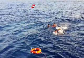 italy shipwreck tragedy migrants used empty water...