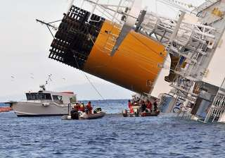 italy cruise wreck rescue halted captain under...