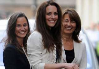 kate spends night in london hotel with sister...