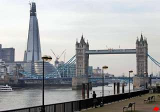 uk s tallest building adds drama to london s sky...
