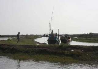 4 die 7 go missing as boat capsizes near indo...