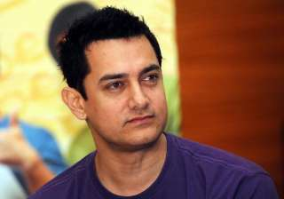 aamir keeps his word for his rickshaw puller...