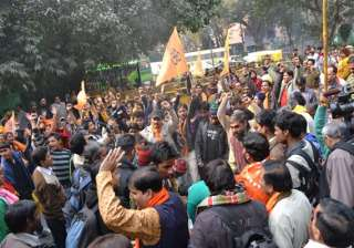 ayodhya police use water cannon as vhp bajrang...