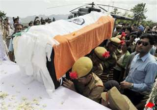 khandu s body arrives in itanagar pm sonia to pay...