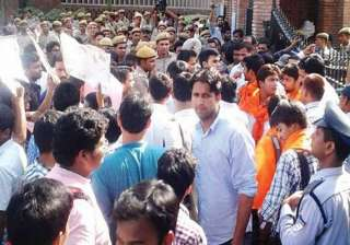 delhi university website crashes chaos protests...
