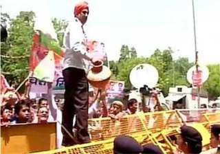 delhi congress continues protest over power water...