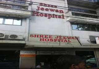 delhi hospital to pay rs 3.1 lakhs doc leaves...