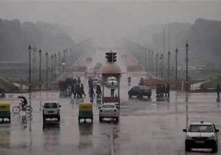 delhi lashed by thunder shower - India TV