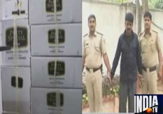 delhi police seizes 616 liquor bottles on poll...