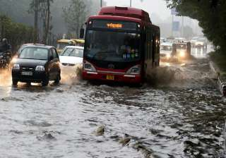 downpour cools delhi floods roads - India TV