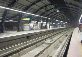 girl jumps to death on delhi metro track in...
