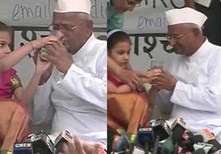 hundreds give up fast in bangalore after hazare...
