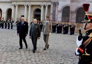 modi accorded ceremonial welcome in paris - India...