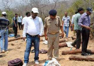 activists protest at ap bhavan over killing of tn...