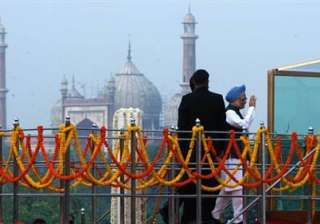 singh becomes third pm to hoist flag at red fort...