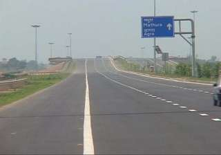 three missing girls traced from yamuna expressway...