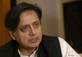 tharoor accuses delhi police of pressurising...