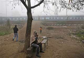 cloudy morning in delhi 41 trains running late -...