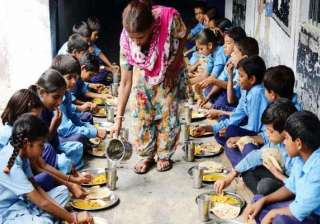mid day meal havoc affects 400 in maharashtra...