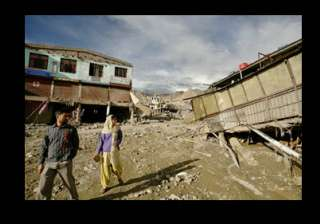 five armymen killed 33 untraced after leh...