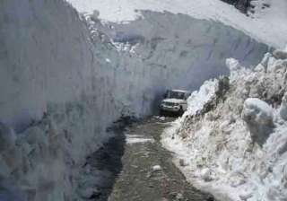 snow covered rohtang pass closed for traffic -...