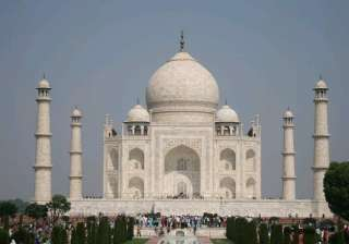taj mahal sparkles after spell of shower - India...