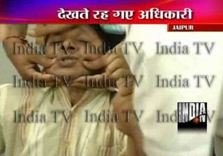 jaipur engineer swallows paper after he was...