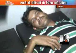 man beaten up by policeman in agra - India TV