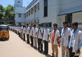 medical students rally for more post graduate...