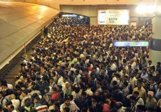 metro services on dwarka route disrupted - India...