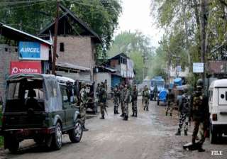 militants attack police party in kashmir six...