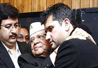 n d tiwari does a road show with son rohit...