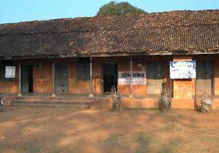 naxals planting ieds near polling booths in...