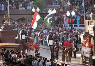 pak rangers offers sweets to bsf on i day at...
