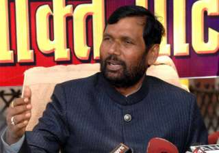 paswan questions congress silence over corruption...