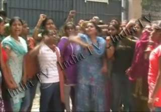 protests at delhi govt school after 300 out of...