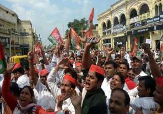 samajwadi party protests hike in rail fares -...