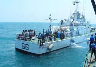 sri lanka navy arrests 75 fishermen from tamil...